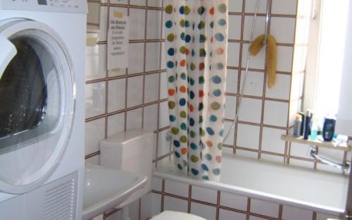 Bad und WC 2 - mit Waschmaschine und Trockner